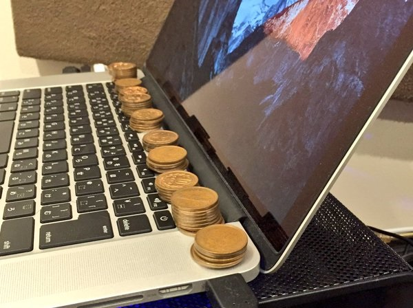 Computer overheating? Japanese Twitter suggests using 10-yen coins to cool it off