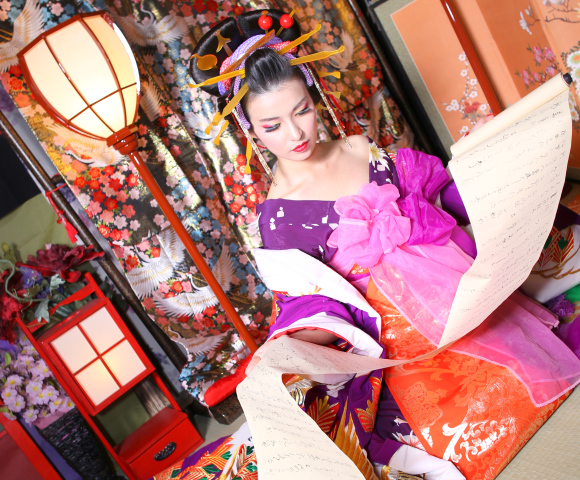Now you can look like a Japanese courtesan too at specialty photography studio