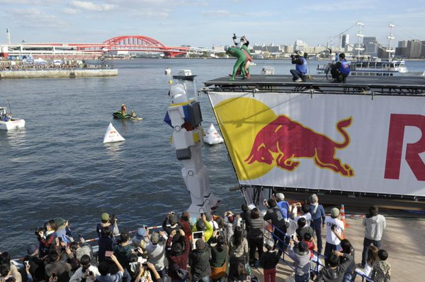 Red Bull kills Gundam as it dumps anime's most famous mecha into Kobe's harbor 【Video】