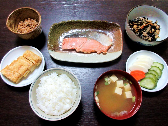 This gorgeous, mouth-watering traditional Japanese breakfast…is all from 7-Eleven?!?
