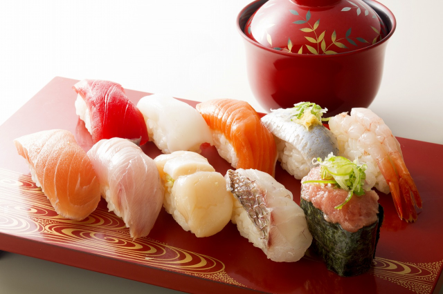 Sushi chef kicks woman out of restaurant for asking him to hold the rice, manga author approves