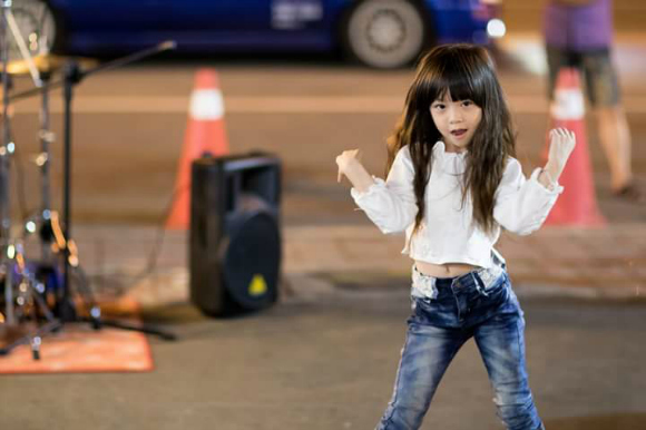 Taiwanese citizens can't get enough of this little girl's dance moves【Video】