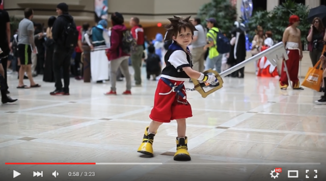 Cosplaying kids steal the show as junior versions of anime and video game heroes 【Video】