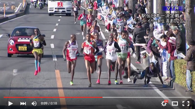 Dog trips runner at New Year's relay race in Japan, may have cost victim's team the win【Video】
