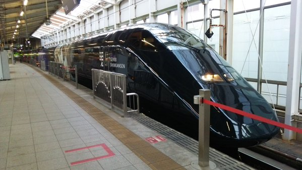 Stylish black Shinkansen, decorated with fireworks, spotted on the rails of Japan 【Photos】