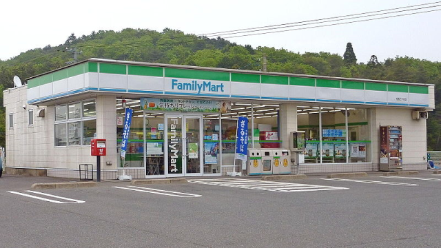 "Convenience store clerk hospitalized by customer dissatisfied with ""smile-less"" service"