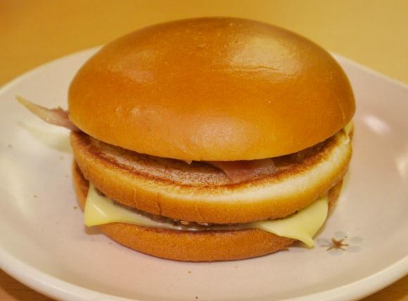 We try McDonald's Japan's new, as-yet-unnamed, Hokkaido hot potato burger