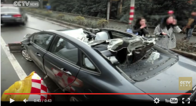 In the battle of car versus iron rails, iron rails win by T.K.O.【Video】