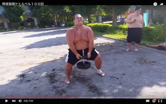 Think you can match the training regimen of a champion sumo wrestler? 【Video】