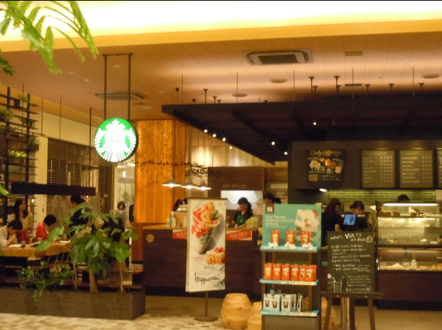 First group in line for lucky bags at a Tokyo Starbucks pulls a spectacularly jerk move