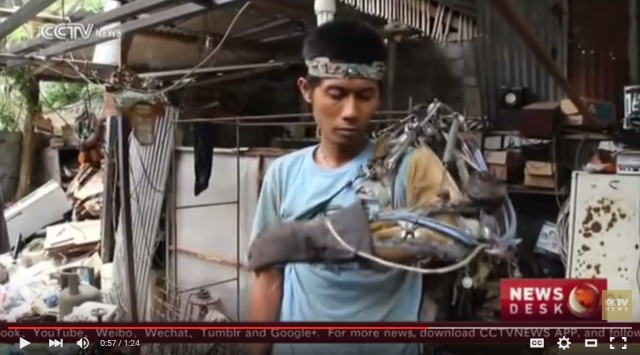Real-life Iron Man? Partially paralyzed Indonesian welder claims to have built bionic arm【Video】