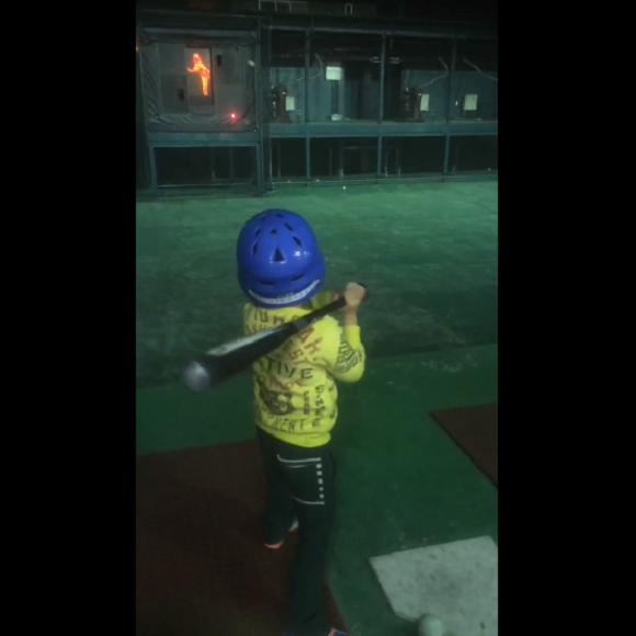 Young boy's first baseball hit smacks a very golden prize【Video】