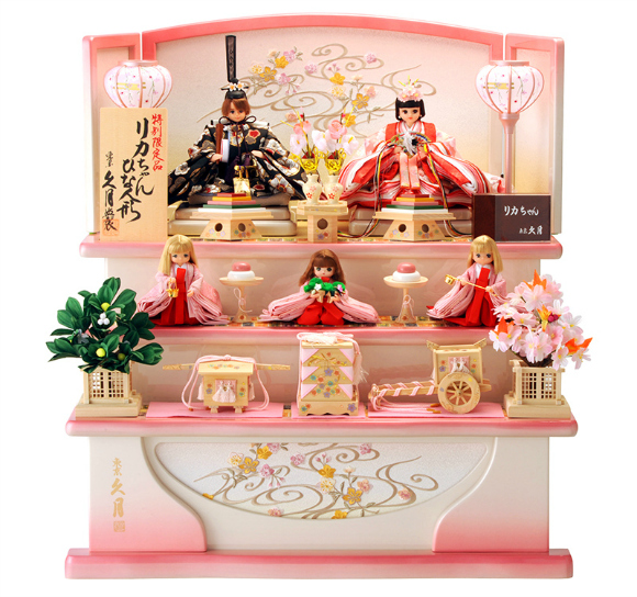 Licca-chan gets the royal treatment in this gorgeous Doll Festival set
