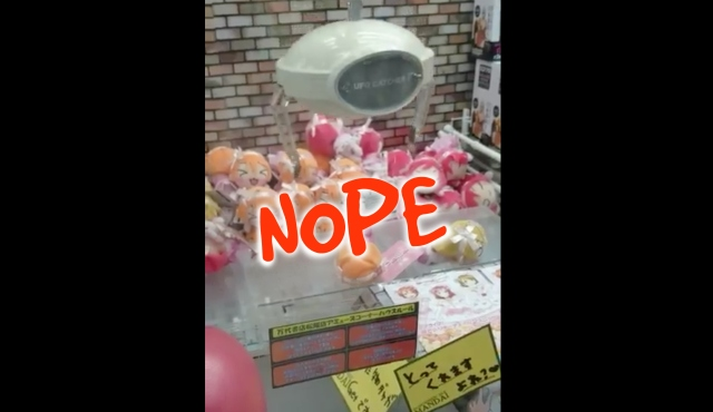 Trolling UFO catcher denies player prize but gives us a good laugh instead【Video】