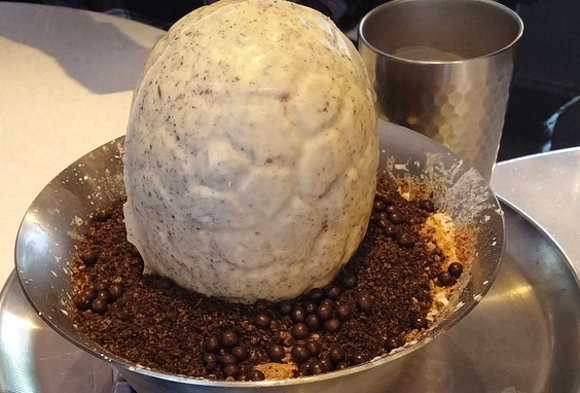 "Crack open a chocolate dinosaur egg filled with ice cream ""yolk"" at South Korean cafe【Pics】"