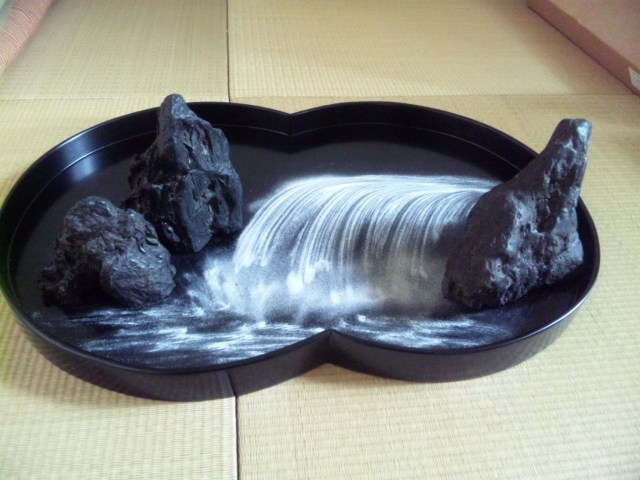 Traditional Japanese cultural trivia of the day: Bonseki rocks! (literally)