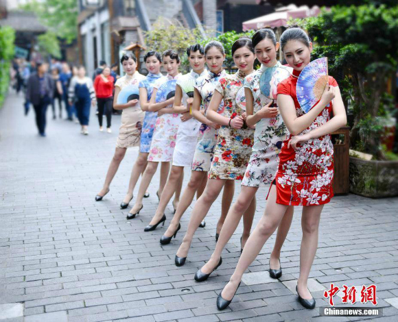 Flight attendant recruits dazzle onlookers with beautiful Chinese cheongsam dresses