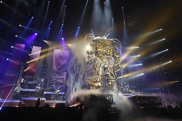 Giant robot takes the stage at Nana Mizuki's Tokyo Dome concerts