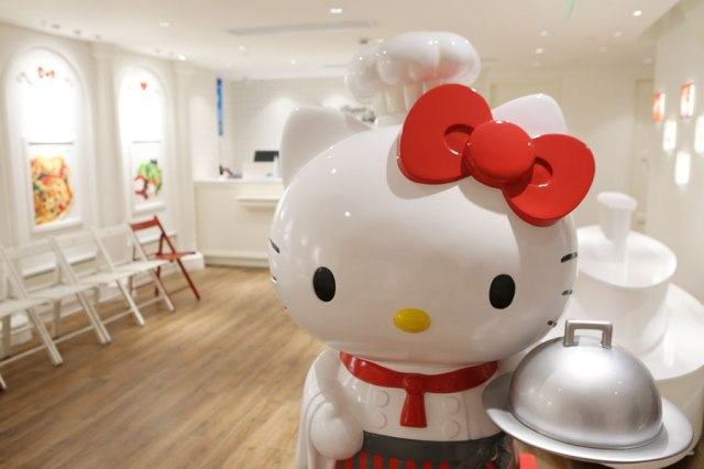 Book your plane tickets now: Shanghai's official Hello Kitty restaurant looks amazing!