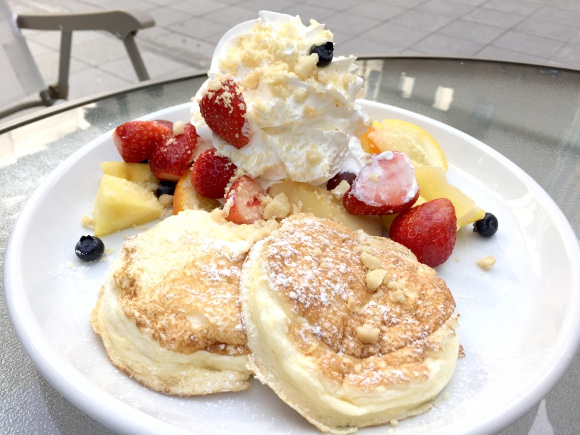 Pancake cafe from Fukuoka comes to Tokyo — and we love their divinely fluffy pancakes!