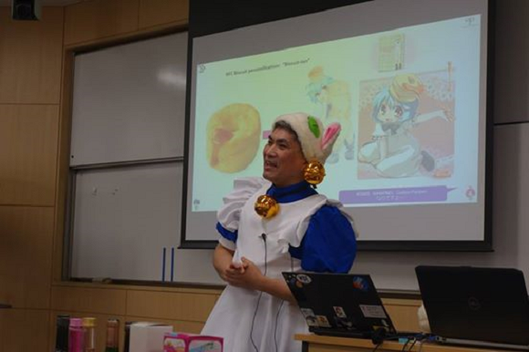 Keio University professor embodies Cool Japan by cosplaying his way through lectures【Pics】