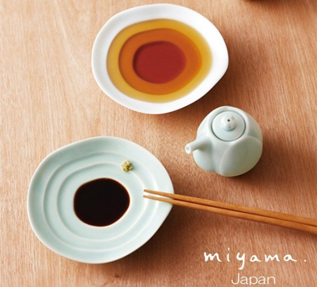 Unique soy sauce cruet saucer creates beautiful liquid art right on your dining table!