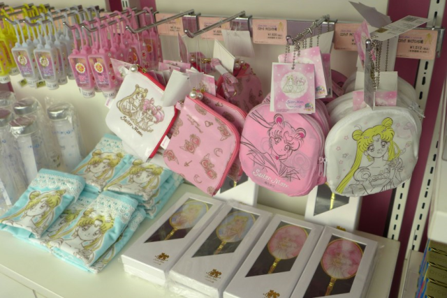 The amazing merchandise of the Sailor Moon art exhibition gift shop 【Photos】