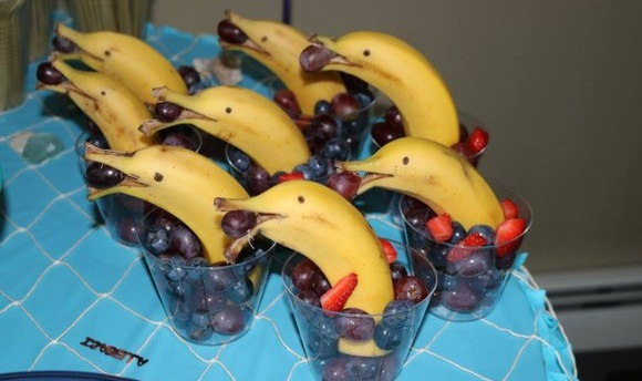 Need a whale-ly cool party idea? Make your own easy and fun banana dolphins! 【DIY】