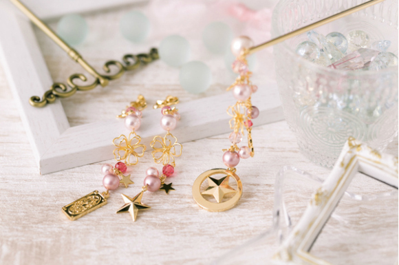 Add some subtle shine to your outfit with these Cardcaptor Sakura earrings