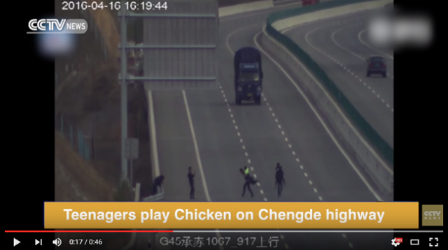 Frogger this is not – teens caught on traffic camera playing chicken with cars【Video】