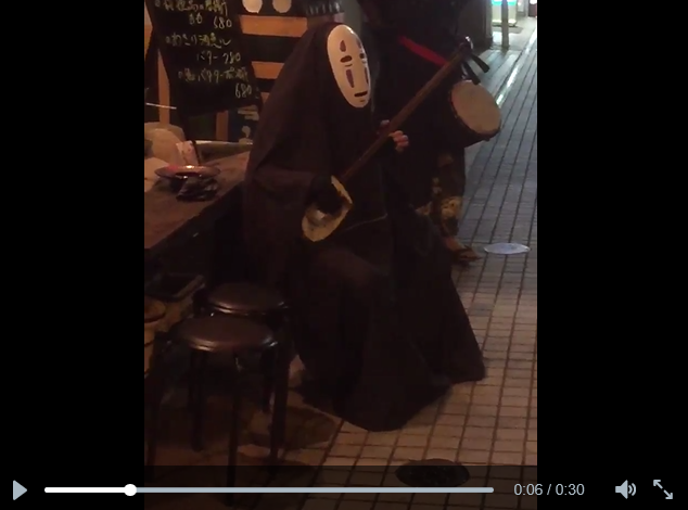 Studio Ghibli's No-Face appears again on the streets of Japan to rock out on his shamisen 【Video】