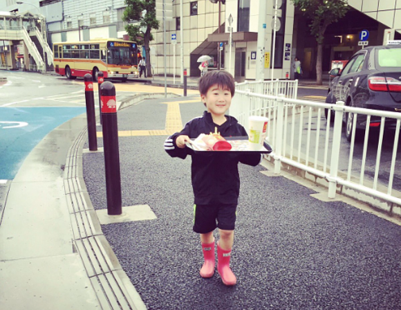 Japanese boy charms the internet after buying McDonald's meal all by himself