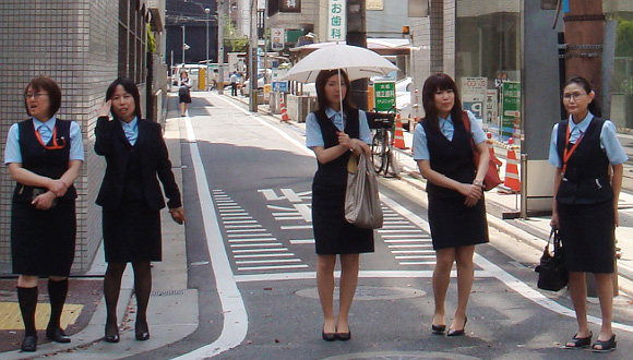 34 percent of Japanese men are afraid of their female colleagues, according to recent poll