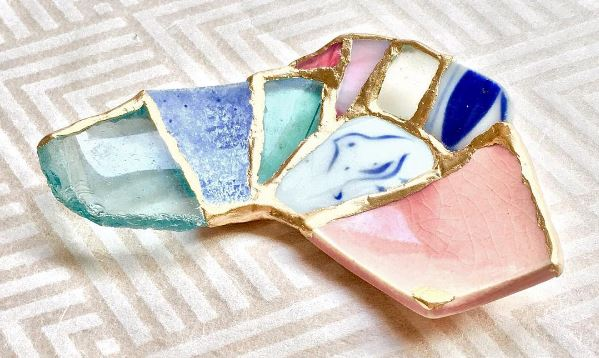 Japanese artist's meaningful chopstick rests pieced together by the waves and traditional kintsugi