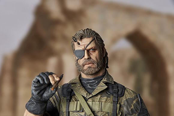 Feast your eyes on this incredibly detailed US$300 Venom Snake statue complete with cute puppy