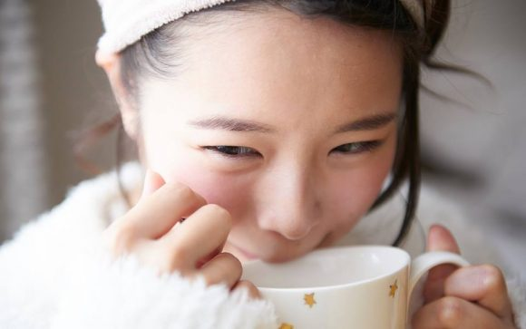 """Cute Japanese girls blowing on hot coffee"" immortalised in online photography project"