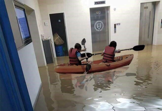 Storm floods Korean university's library in dramatic style 【Photos】