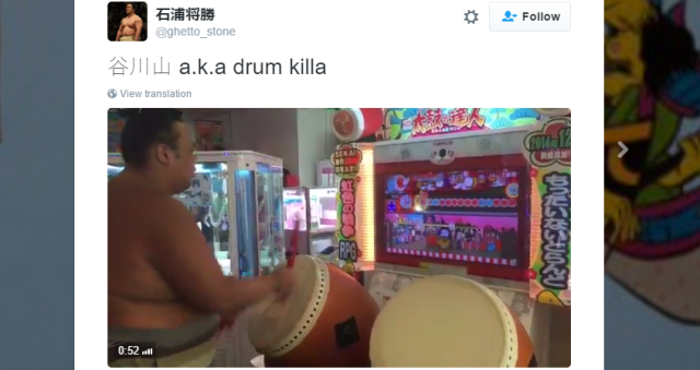 Pro sumo wrestler walks into Japanese arcade, shows off amazing rhythm game drum skills【Video】
