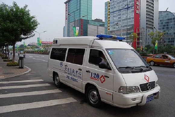 Ambulance in China dumps patient after realizing he was already dead to help at other incident