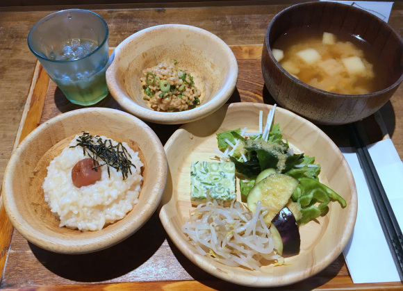 We tried this scrumptious all-you-can-eat Kyoto veggie breakfast buffet for only 500 yen