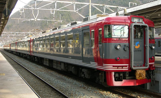 Why does it take so long for Japanese trains to start running again after an accident?