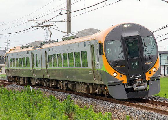 JR_shikoku_8600_series_EMU_8602+8752_kanonji