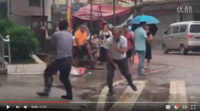 Worst Kung Fu fight ever breaks out on street in China