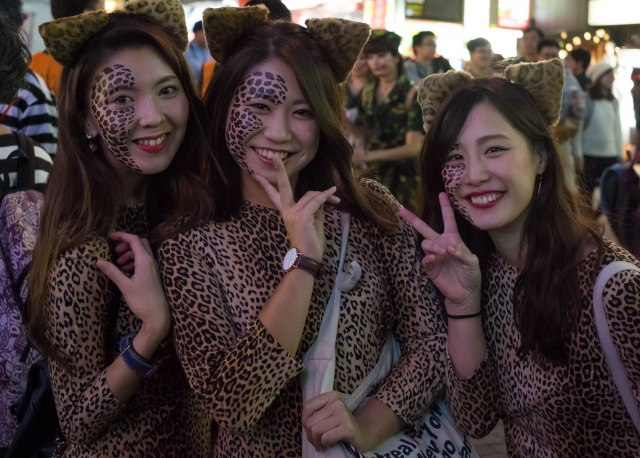 Tokyo's Shibuya celebrates Halloween with awesome cosplay crowds, and we've got photos right here