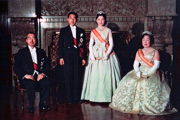 1200px-crown_prince__princess__emperor_showa__empress_kojun_wedding_1959-4