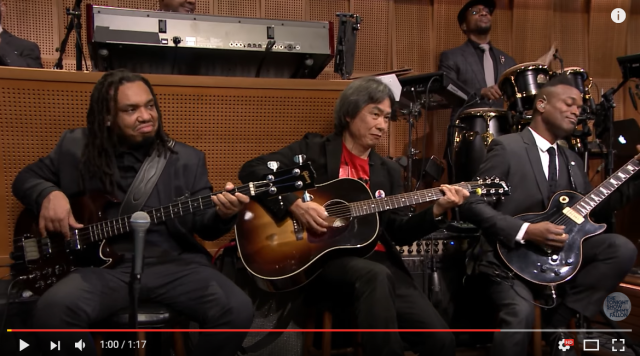 Super Mario creator Shigeru Miyamoto performs Mario theme with hip hop's The Roots 【Video】