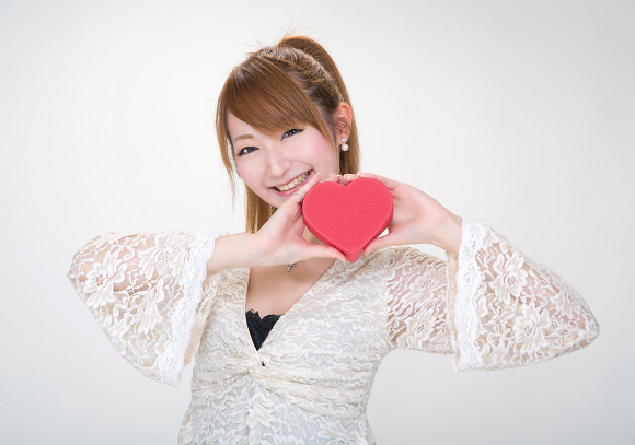 """Japanese women explain why they give """"obligation chocolate"""" to male coworkers on Valentine's Day"""