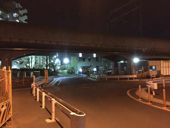 We investigate a haunted rail crossing and get chased by a 156-year-old ghost!【Haunted Tokyo】