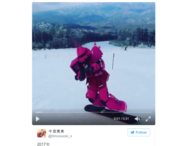 Snowboarding anime fans hit the slopes while cosplaying as Gundam mecha【Video】