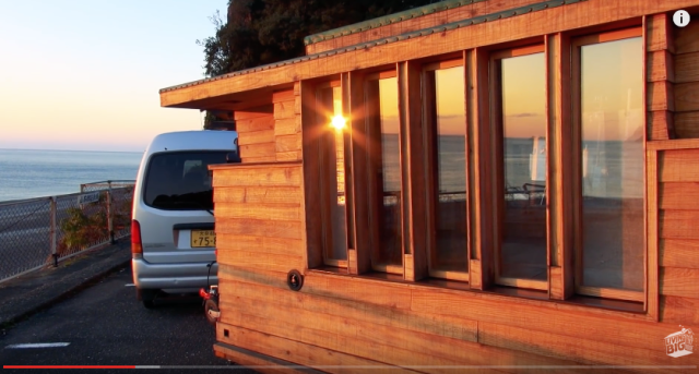 Japanese master craftsman builds stunning tiny house on wheels【Video】